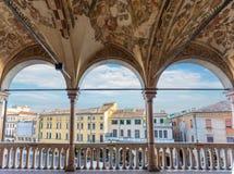Mening van Palazzo-della Ragione aan Piazza delle Erbe tijdens de zomer Stock Foto