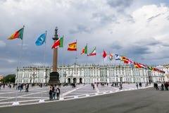 Mening van Paleisvierkant tijdens het internationale wettelijke forum in Sa stock foto