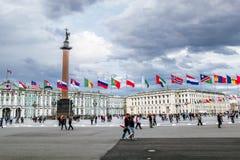 Mening van Paleisvierkant tijdens het internationale wettelijke forum in Sa royalty-vrije stock fotografie