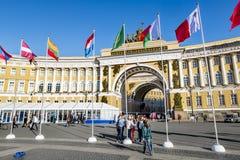 Mening van Paleisvierkant tijdens het internationale wettelijke forum in Sa stock afbeelding