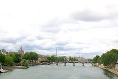 Mening van Parijs langs de zegenrivier Royalty-vrije Stock Foto