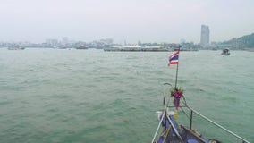 Mening van Pattaya-haven van neus die van schip het ingaan stock videobeelden