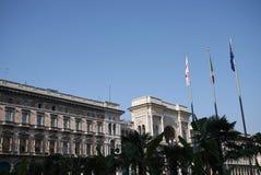 Mening van Piazza del Duomo en Galleria Vittorio Emanuele stock afbeeldingen