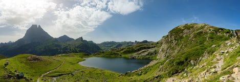 Mening van Pic du Midi D ` Ossau in de Franse Pyreneeën royalty-vrije stock afbeeldingen
