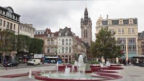 Mening van Plaats d'Armes vierkant op Klokketoren van Douai, Frankrijk stock video