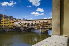 Mening van Ponte Vecchio en Rivier Arno Royalty-vrije Stock Afbeeldingen