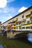 Mening van Ponte Vecchio en Rivier Arno Stock Afbeelding