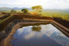 Mening van pool bij Sigiriya Rots, Sri Lanka Stock Fotografie