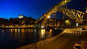 Mening van Porto en de Dom Luiz-brug bij nacht Stock Afbeeldingen
