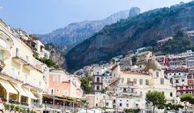 Mening van Positano-stad bij Amalfi kustlijn Stock Afbeeldingen