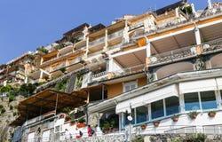 Mening van Positano-stad bij Amalfi kustlijn Stock Foto's