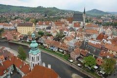 Mening van Praag van hierboven Rode betegelde daken De rivier van Vltava royalty-vrije stock fotografie