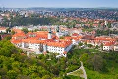 Mening van Praag met Strahov-Klooster Royalty-vrije Stock Foto