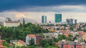 Mening van Praag timelapse van het observatiedek van Visegrad praag Tsjechische Republiek stock videobeelden
