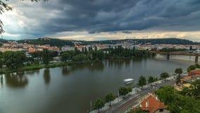 Mening van Praag timelapse van het observatiedek van Visegrad praag Tsjechische Republiek stock video