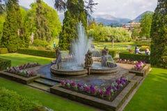 Mening van Putti-Fontein in de botanische tuin van Villa Taranto in Pallanza, Verbania, Italië Royalty-vrije Stock Afbeelding