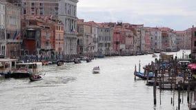Mening van Rialto-Brug, Mening van Grand Canal, Venetië, Italië stock footage
