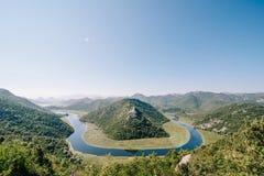 Mening van Rijeka Crnojevica Het nationale park Montenegro van het Skadarmeer royalty-vrije stock afbeeldingen