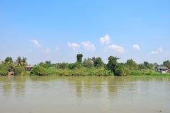 Mening van rivier met blauwe hemel Royalty-vrije Stock Afbeelding