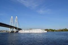 Mening van rivier Neva royalty-vrije stock foto