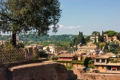 MENING VAN ROMAN FORUM EN HISTORISCHE HUIZEN Stock Foto