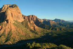 Mening van rood rotsen en landschap in Nationaal Park Zions Stock Foto's