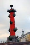 Mening van Rostral kolom in heilige-Petersburg, Rusland Stock Afbeelding
