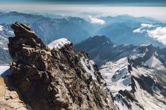 Mening van rotsen van Gnifetti, capana Margherita in de Zwitserse Alpen stock afbeelding