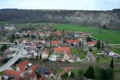 Mening van Saaleck-stad van Saaleck-vesting, Duitsland Royalty-vrije Stock Afbeeldingen