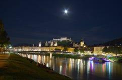 Mening van Salzburg 's nachts, Oostenrijk Stock Afbeelding