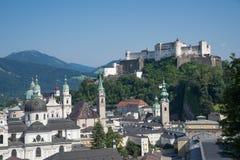 Mening van Salzburg van Mönchberg-lift Stock Fotografie