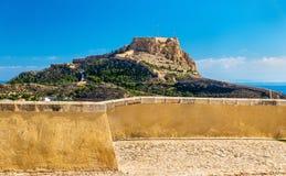 Mening van Santa Barbara Castle op Onderstel Benacantil boven Alicante, Spanje royalty-vrije stock foto