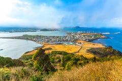 Mening van Seongsan Ilchulbong moutain in Jeju-Eiland, Zuiden Kore Stock Foto