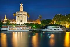 Mening van Sevilla bij een de zomernacht Stock Afbeeldingen