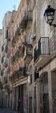 Mening van smalle straat in Barcelona Stock Foto