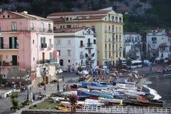 Mening van Sorrento, de architectuur van Italië en Vissersboten Royalty-vrije Stock Afbeeldingen
