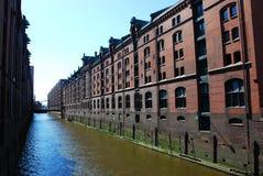 Mening van Speicherstadt (stad van pakhuizen) Stock Foto