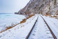 Mening van Spoorweg circum-Baikal in de tijd van de de winterdag royalty-vrije stock fotografie