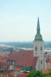 Mening van St. Martin Kathedraal (1452), Bratislava, Slowakije Stock Foto's
