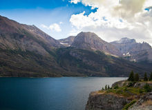 Mening van St Mary Lake in Nationaal Park i van de Gletsjer royalty-vrije stock foto