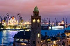 Mening van St Pauli Piers één van de belangrijke toerist van Hamburgs attrac Royalty-vrije Stock Foto