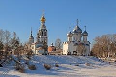 Mening van St Sophia Cathedral, de klokketoren en de Kerk van Alexander Nevsky royalty-vrije stock foto's