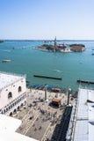 Mening van St Teken` s Toren in Venetië op San Giorgio Maggiore stock foto's