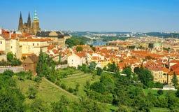 Mening van St Vitus Cathedral en Praag Royalty-vrije Stock Foto