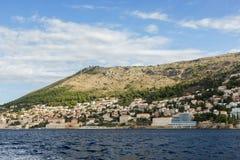 Mening van stad van Dubrovnik van het overzees Stock Afbeelding