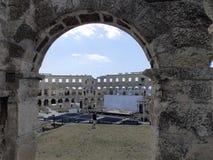 Mening van stadium in Arenapula door één van boog royalty-vrije stock afbeelding