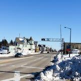 Mening van stadsstraat op de winterdag Stock Foto's