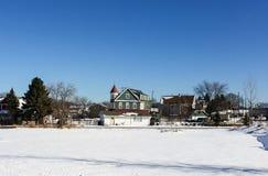 Mening van stadsstraat op zonnige de winterdag Royalty-vrije Stock Afbeelding