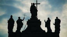 Mening van standbeelden van heiligen op Archbasilica van St John Lateran in Rome, timelapse stock footage