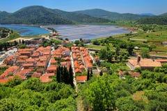 Mening van Ston-stad van verdedigingsmuur, Peljesac-Schiereiland, Kroaat Royalty-vrije Stock Fotografie